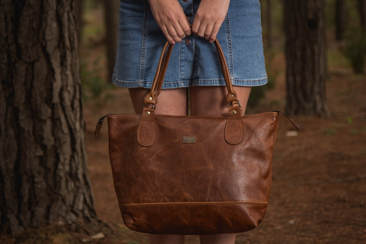 Daisy Leather Handbag - pecan